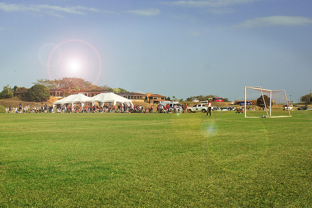 Dos campos alternos, para juegos simultáneos fueron dispuestos en HCC para el torneo.
